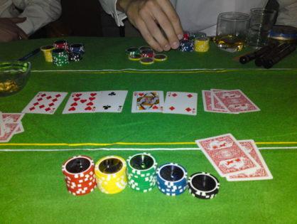 Sztuczna inteligencja wygrywa w pokera z najlepszymi graczami