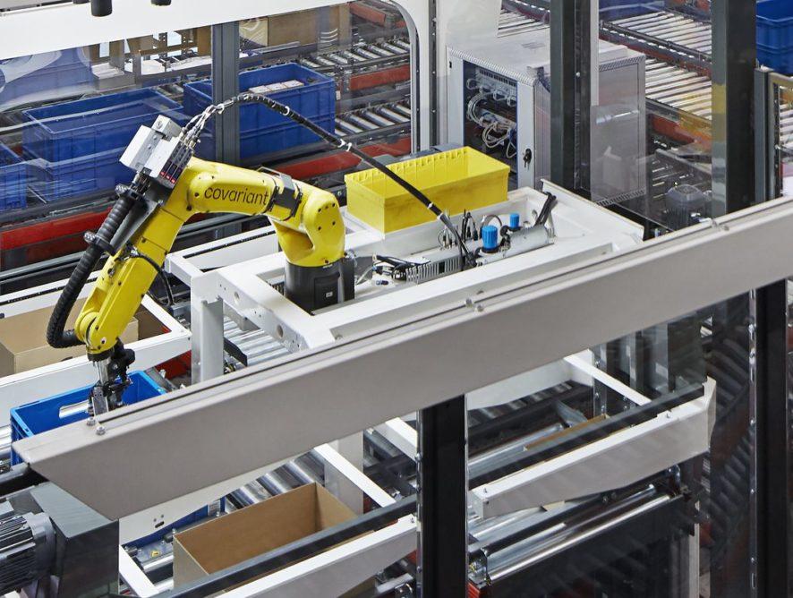 Robot sortuje przedmioty w magazynie